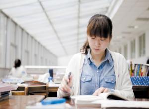 浙江海洋女大学3年从代理做成老板